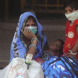 В Індії влада радить носити маски навіть удома: що сталося