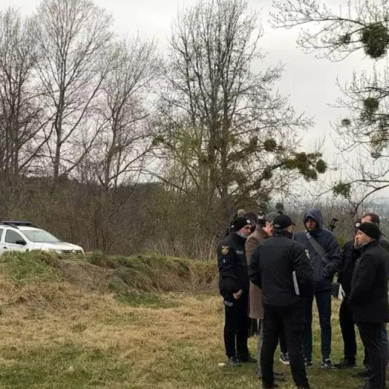 Голова і тулуб лежали в пакеті: у Львові знайшли розкидані по парку людські останки