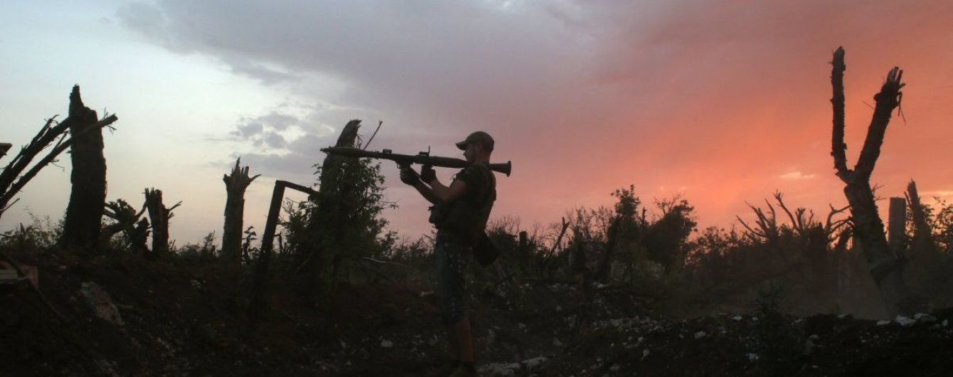 Огненный ужин. После захода солнца боевики активизировали обстрелы и ранили украинских бойцов