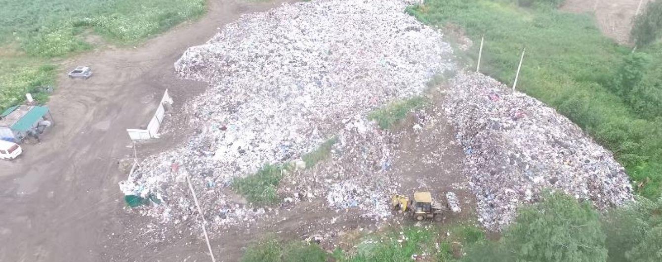 На околиці Львова з висоти пташиного польоту зняли нове гігантське сміттєзвалище