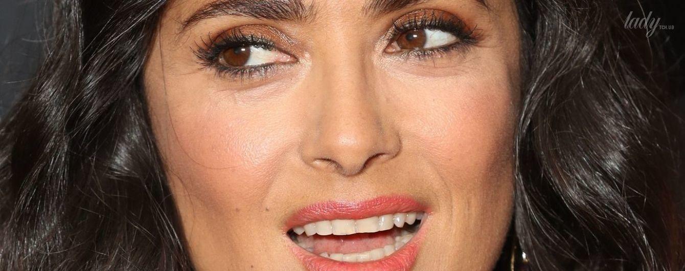 Сменила имидж: Сальма Хайек опубликовала селфи без макияжа