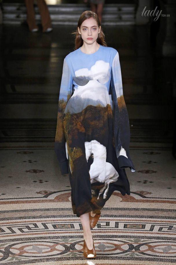 Белые лошади и большие сумки в коллекции Stella McCartney сезона осень-зима 2017-2018