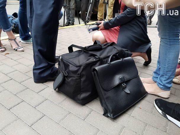 """Добкін з """"тривожною валізкою"""" приїхав до ГПУ"""