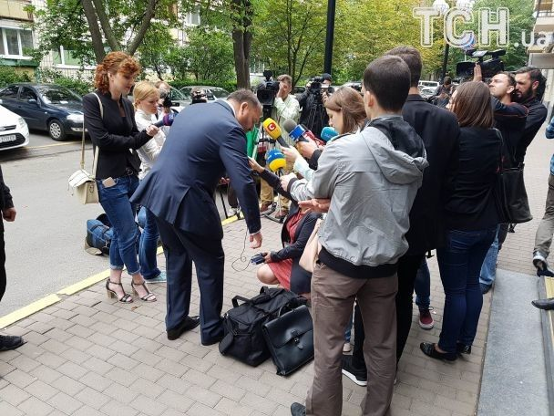 """Добкин с """"тревожным чемоданчиком"""" приехал в ГПУ"""