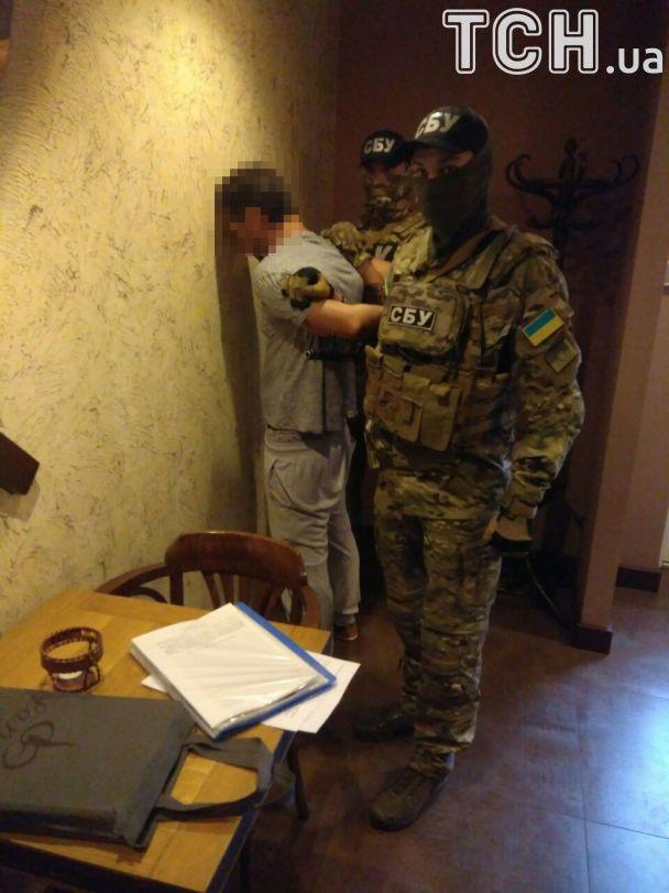 """Контррозвідка СБУ продемонструвала свою нову """"здобич"""" - шпигуна із Донецька"""