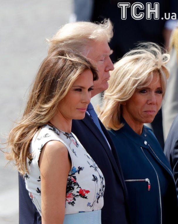 Коні, військові та рукостискання: як Трампа і Макрон із дружинами парад дивилися