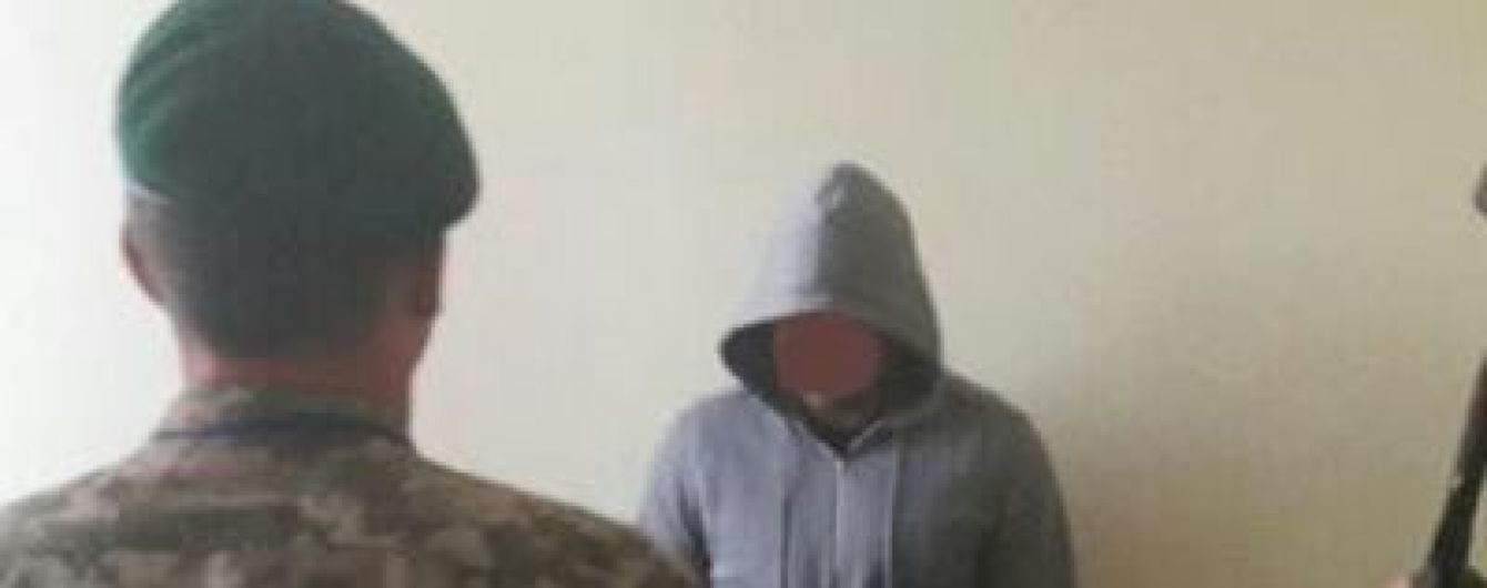 """В аеропорту """"Херсон"""" затримали росіянина, якого Інтерпол розшукував за вбивство"""