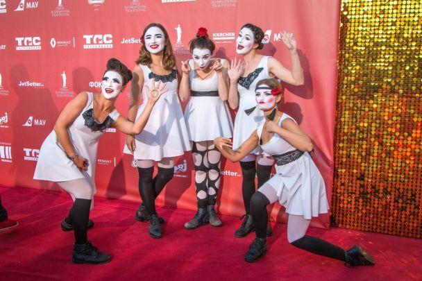 Червона доріжка і багато усмішок: як в Одесі стартував 8-й міжнародний кінофестиваль