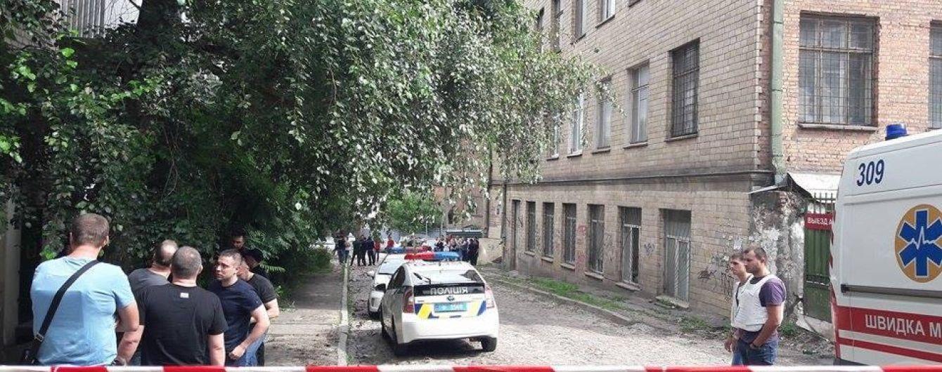 ТСН сняла смертельный прыжок с 4-го этажа преступника, который убегал от полиции