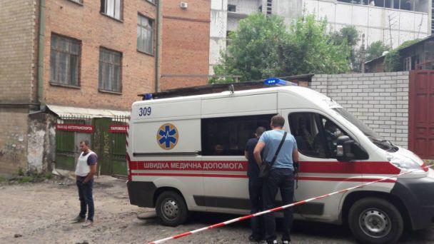 В Харькове налетчик на кредитную фирму выпрыгнул с четвертого этажа, убегая от правоохранителей