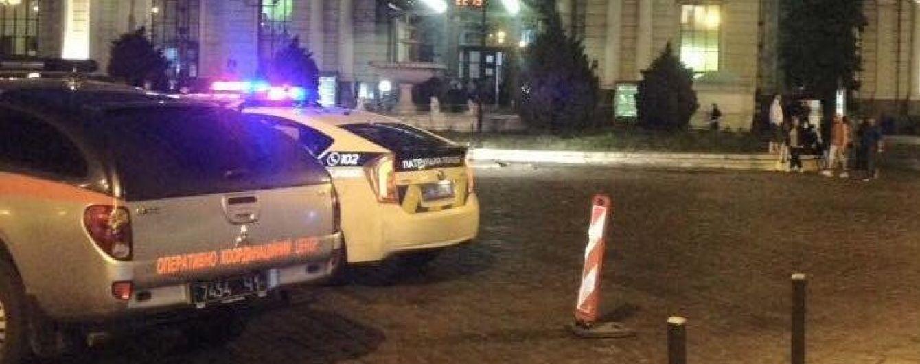 Нічний переполох у Львові. На залізничному вокзалі шукають вибухівку