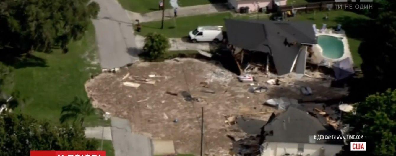 В США земля проглотила два дома