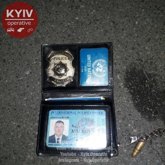 У Києві п'яний чоловік стріляв з пістолета, інший прийшов до лікарні з простреленою дупою