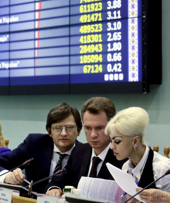 Голова ЦВК отримав понад 100 тисяч гривень зарплати, половина з яких – матеріальна допомога