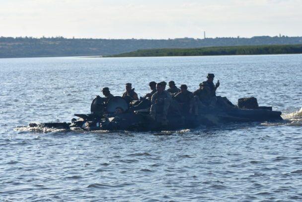 Стрибки з парашутами і бойова стрільба: Генштаб опублікував захопливе відео з навчань бригад ВДВ
