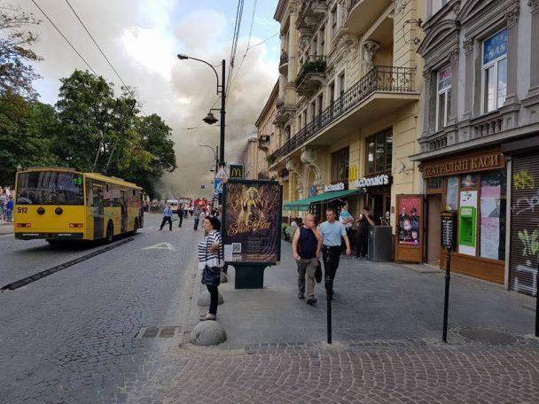 Центр Львова окутало дымом из-за масштабного пожара
