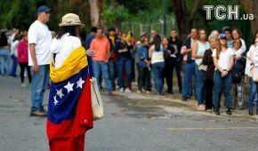 """Опозиція у Венесуелі проводить референдум проти """"диктаторських"""" планів Мадуро"""