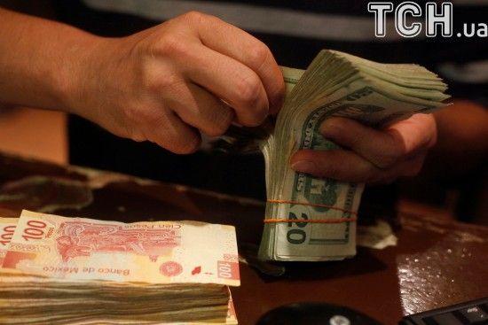 Після вихідних основна валюта здорожчає в курсах Нацбанку. Інфографіка