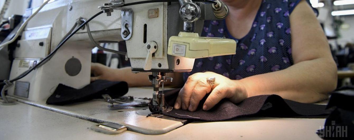 У Херсоні людей, які не чують, змушують у рабських умовах шити штани для військових