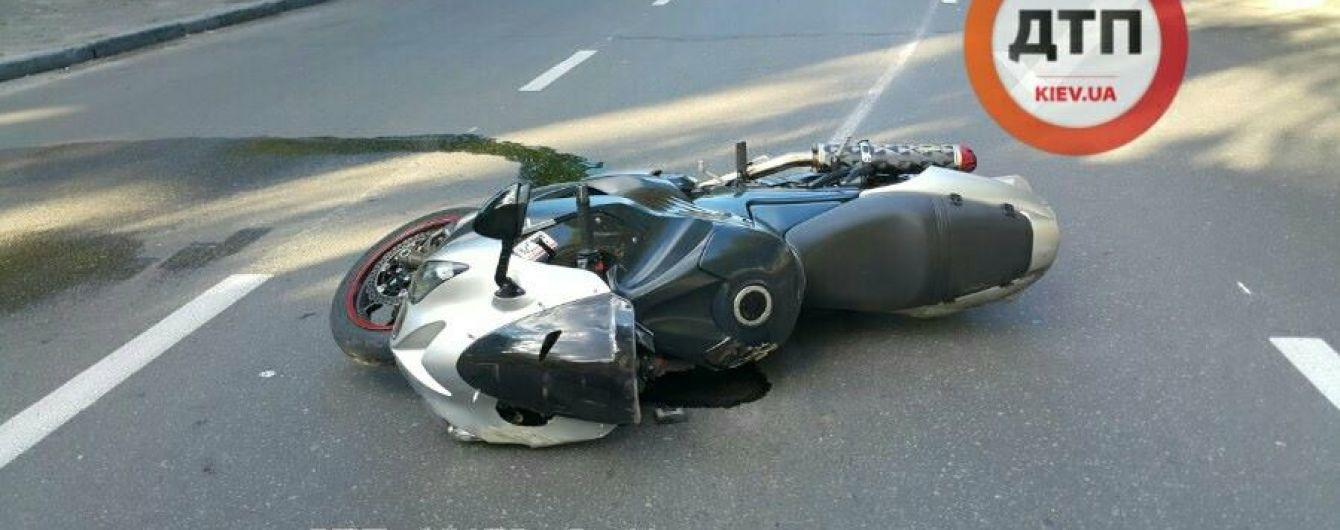 Жахлива ДТП у Києві: мотоцикліст загинув на очах дружини наступного дня після весілля