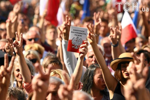 Польшей прокатились митинги, чтобы напомнить Качинскому о судьбе Януковича