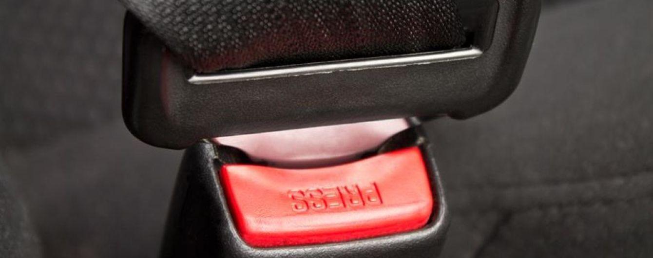 В Мариуполе ребенок в автомобиле случайно задушил себя ремнем безопасности