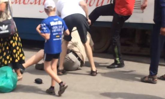 У центрі Запоріжжя сутичка переросла у стрілянину, постраждала жінка