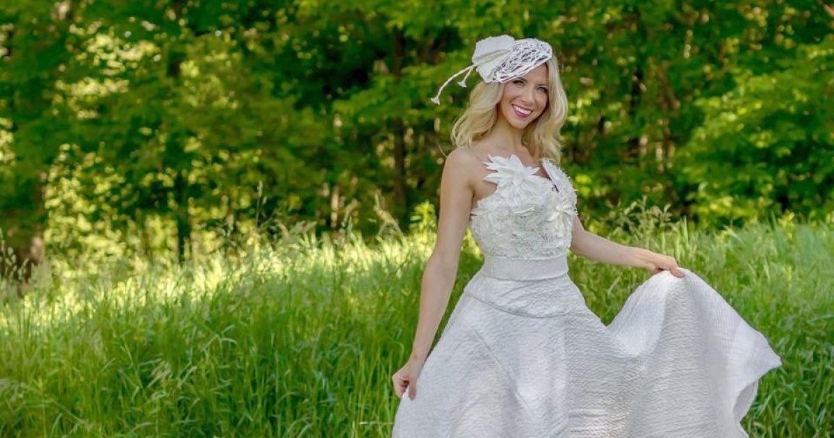 Усі сукні виготовлені з туалетного паперу. @ Twitter/Cheap Chic Weddings