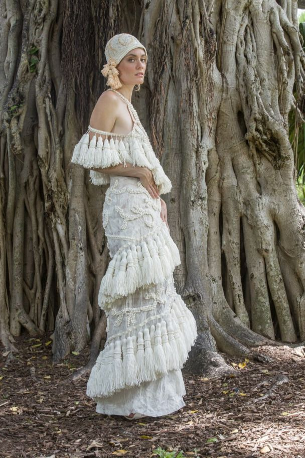 В Нью-Йорке дизайнеры удивили невероятными свадебными платьями из туалетной бумаги