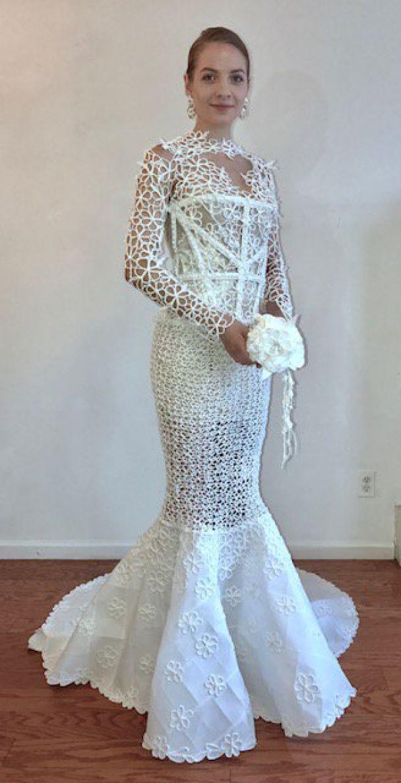 У Нью-Йорку дизайнери здивували неймовірними весільними сукнями з туалетного паперу