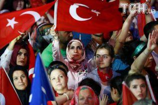 Акушерки, журналісти, бізнесмени: у Туреччині арештували більше 100 людей за підозрою у перевороті