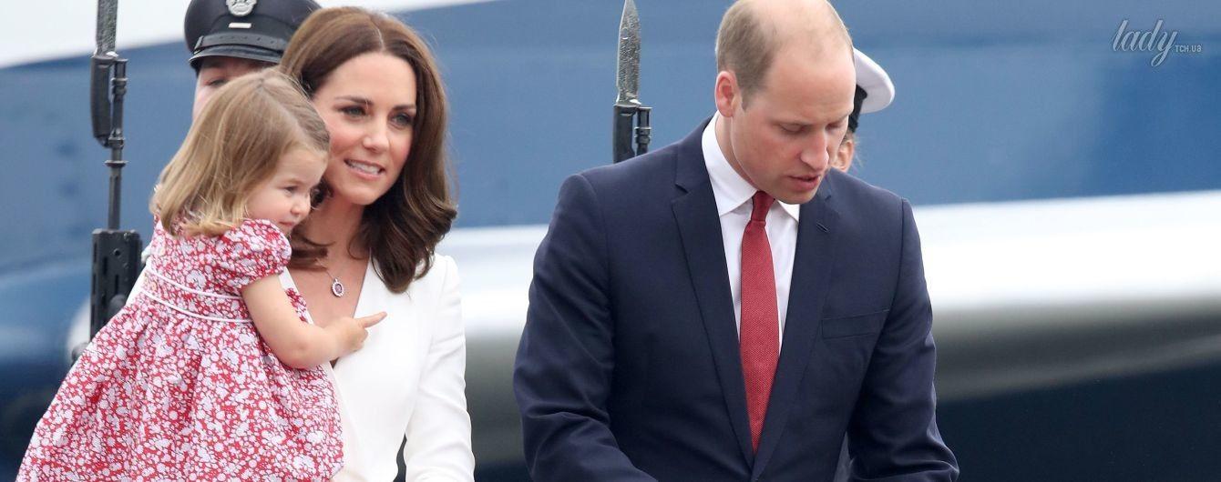 Красивая герцогиня Кембриджская с мужем и детьми прибыла с визитом в Польшу
