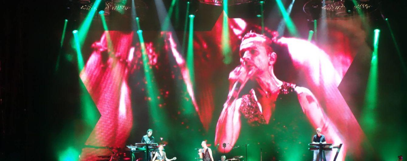 Соліст Depeche Mode потрапив до лікарні перед виступом у Києві, концерт у Мінську скасували