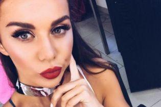 С пышным бюстом и яркими губами: Анна Седокова поделилась пикантным снимком