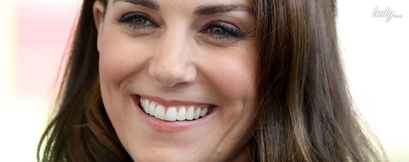 С новым кольцом и подвеской: герцогиня Кембриджская продемонстрировала рубиновый гарнитур