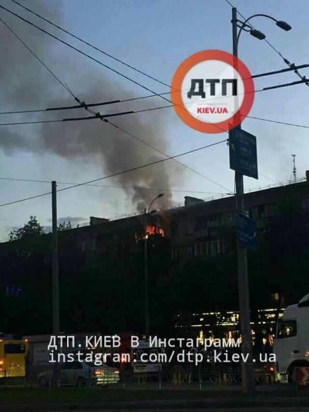 Жахлива пожежа в Києві: на лівому березі палала квартира, очевидці повідомили про смерть тварин