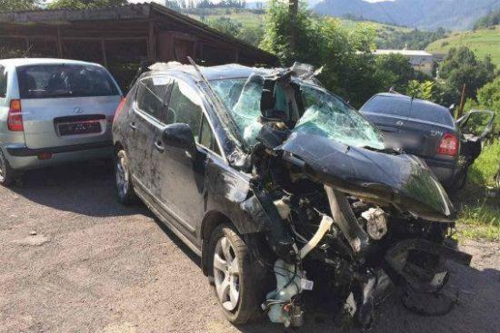 Смертельна ДТП на Закарпатті: авто на повній швидкості в'їхало у відбійник