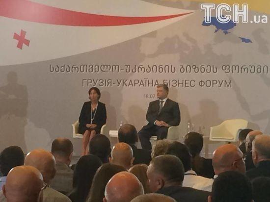 """Промахнулись. В Грузии украинскую делегацию встретили огромной надписью """"УкАраина"""""""
