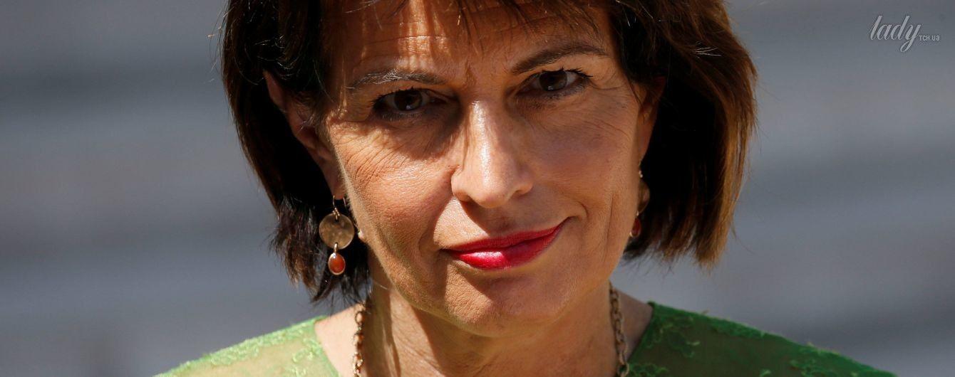 Модный промах: президент Швейцарии надела на встречу с Макроном слишком плотные колготки