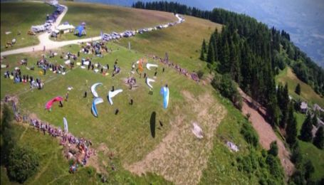 150 парапланів з усього світу прикрасили небо над північною Італією