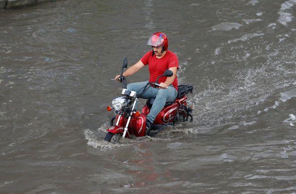 Злива паралізувала рух транспорту вСтамбулі