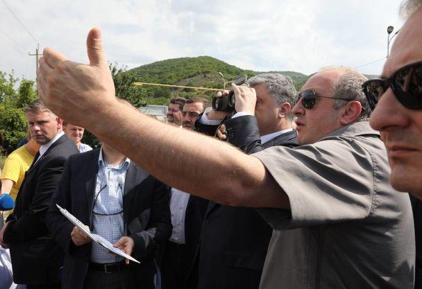 """""""Нет надежды на прогресс, пока там РФ"""". Порошенко прибыл на линию оккупации Южной Осетии"""