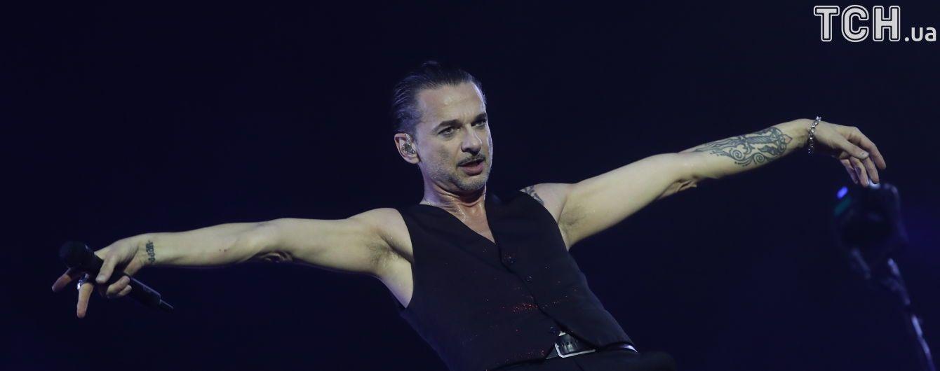 Соліста Depeche Mode виписали із мінської лікарні
