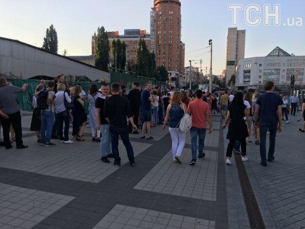 Черги, фанати і ліхтарики: з'явилися фото з концерту Depeche Mode у Києві
