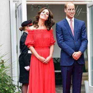 В дорогом платье и босоножках Prada: герцогиня Кембриджская с мужем на приеме в Берлине