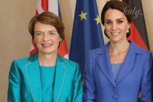 Подготовилась: первая леди Германии пришла на встречу с Кембриджами в ярком наряде