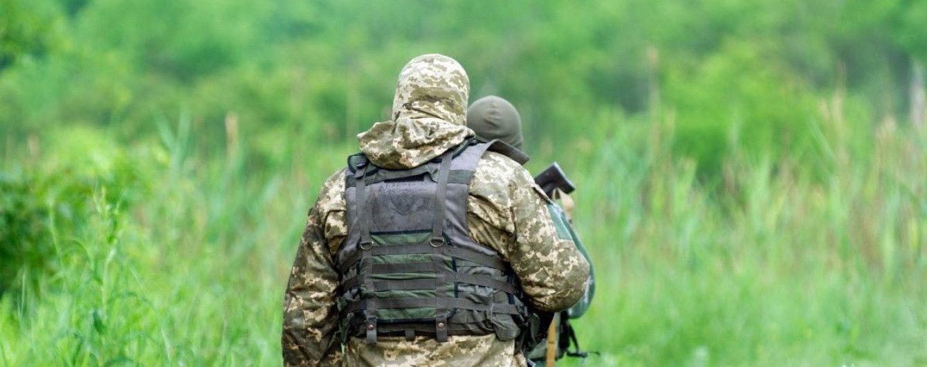 """ТСН стала свідком нічної вилазки ДРГ на позиції батальйону """"Донбас"""" біля Мар'їнки"""