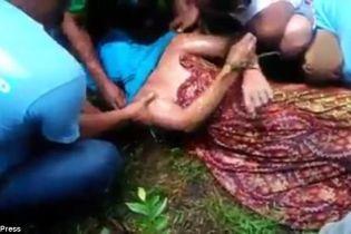 В Індонезії крокодил  повернув тіло вбитого ним чоловіка після заклинання відьми