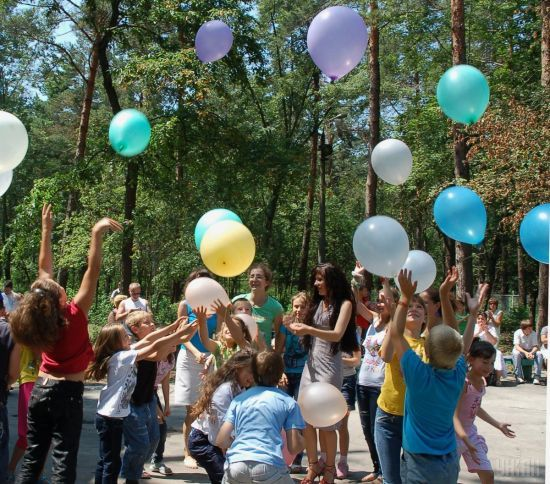 Дитячий відпочинок в Україні: експерти дали поради, як обрати літній табір