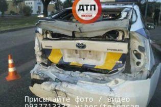 У Києві вантажівка врізалася в поліцейський Toyota Prius